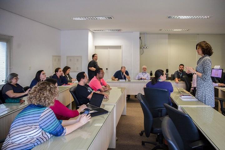 Apuração eletrônica dos votos das Eleições Gerais da Unifesp (Foto - Alex Reipert)