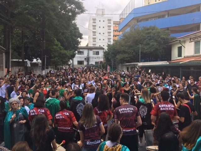 """Cerca de 800 pessoas participaram do """"Tra-ca-trá da Eterna Deusa"""""""