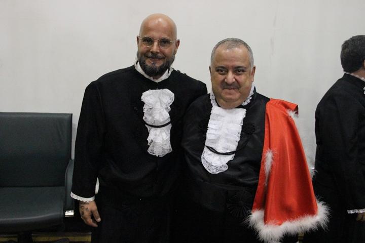 Fulvio Scorza e Manoel Girão, utilizando a pelerine vermelha da direção da EPM/Unifesp