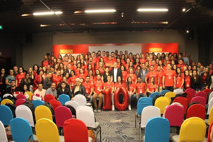 Grupo de estudantes e docentes do Brasil que ganharam bolsa