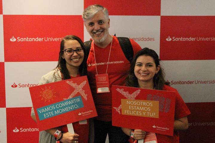 Bolsistas da Unifesp contemplados pelo Top España 2019 (Da esquerda para a direita: Yasmin Gerônimo da Silva, Fernando Atique e Natalia Libreti Jacintho